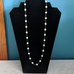 🆓w/25$, 2 for 8$, 3 for 10$ White beaded necklace